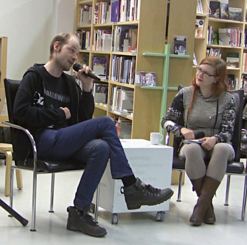 Janne Kaarenoja Roosa Tiensuun haastateltavana