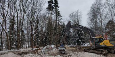 Niittyläntieltä on purettu hylätty talo