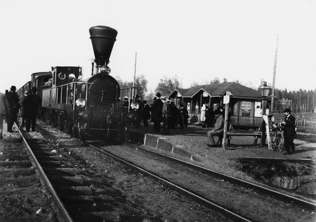 Juna ensimmäisellä asemalla